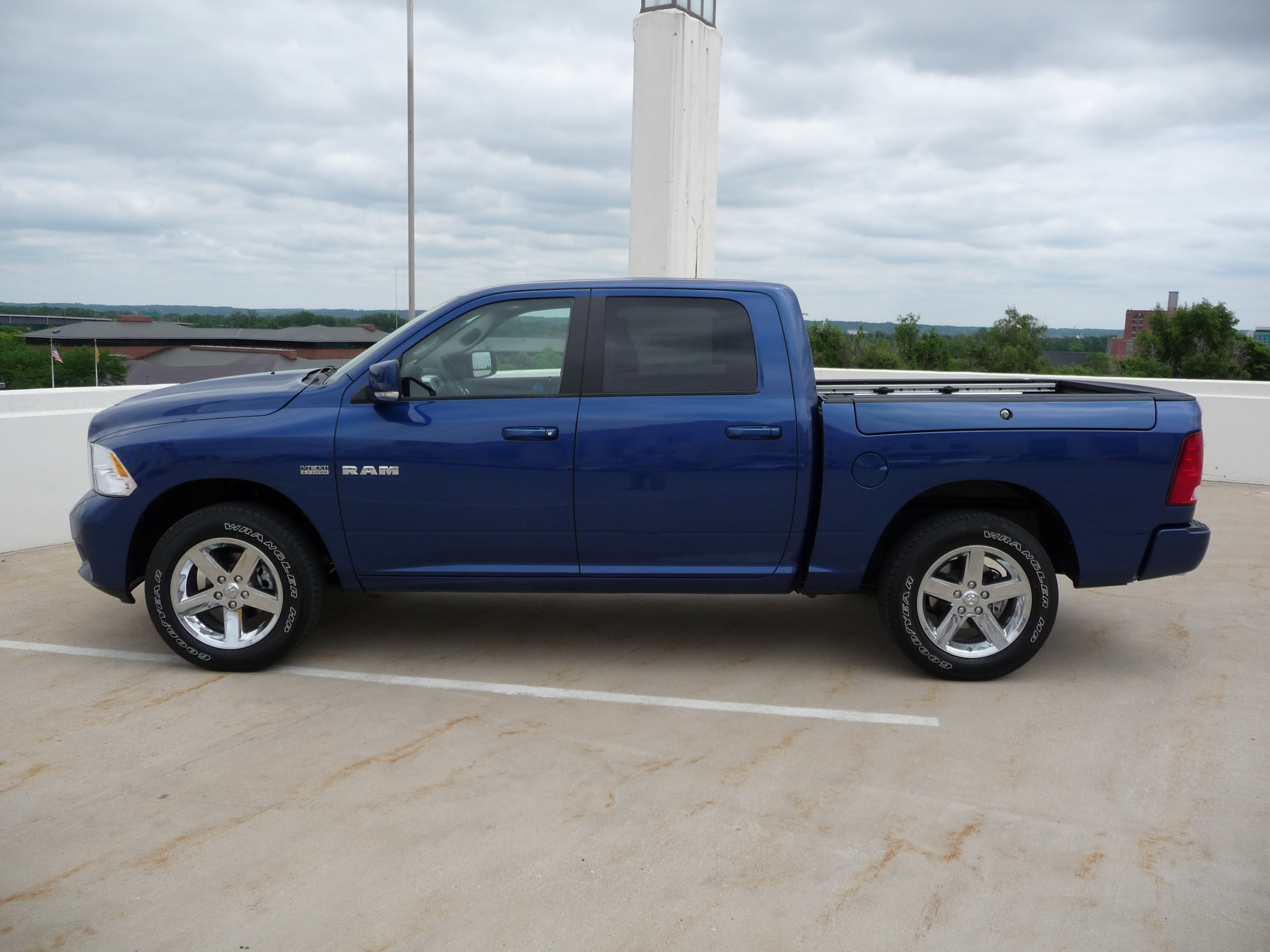 the9jeep 2009 dodge ram 1500 regular cab specs photos modification info at cardomain. Black Bedroom Furniture Sets. Home Design Ideas