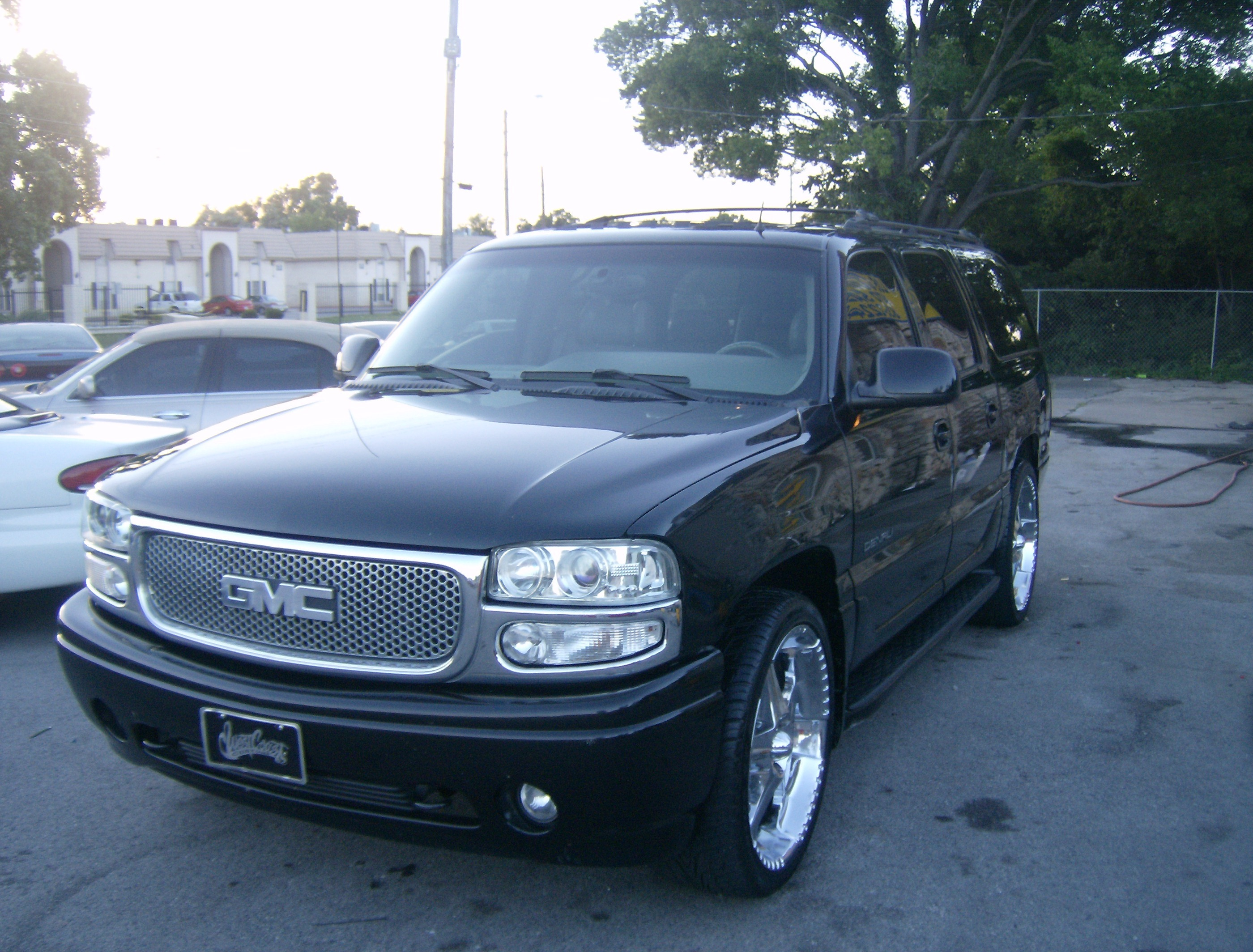 suburbanriding24 2002 gmc yukon denali specs photos. Black Bedroom Furniture Sets. Home Design Ideas