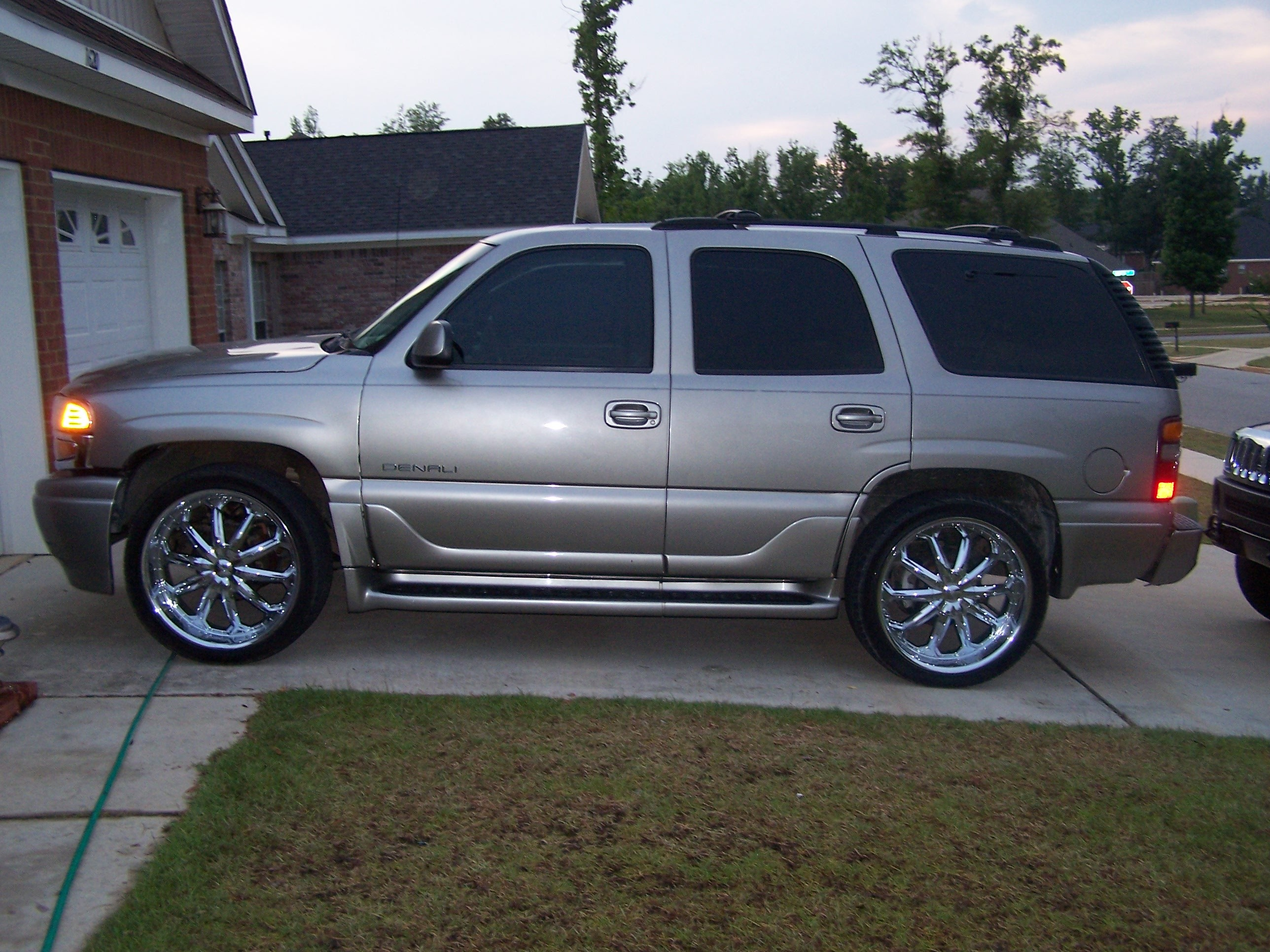 teddebeossie 2002 gmc yukon denali specs photos. Black Bedroom Furniture Sets. Home Design Ideas