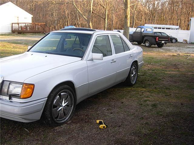 Attractive1 1992 Mercedes-Benz 300E 13258971