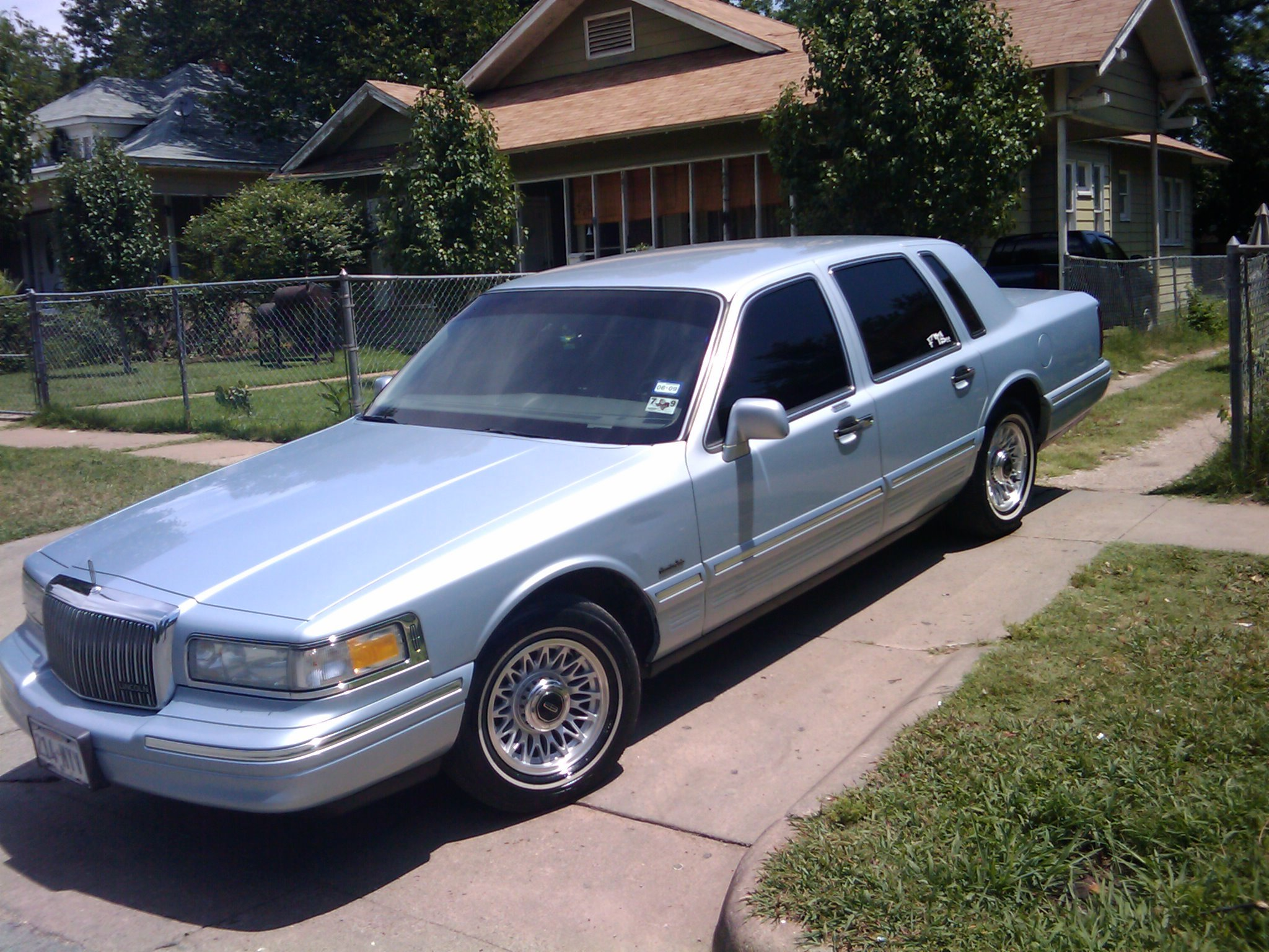 pillos 97 1997 lincoln town car specs photos modification info at cardomain. Black Bedroom Furniture Sets. Home Design Ideas