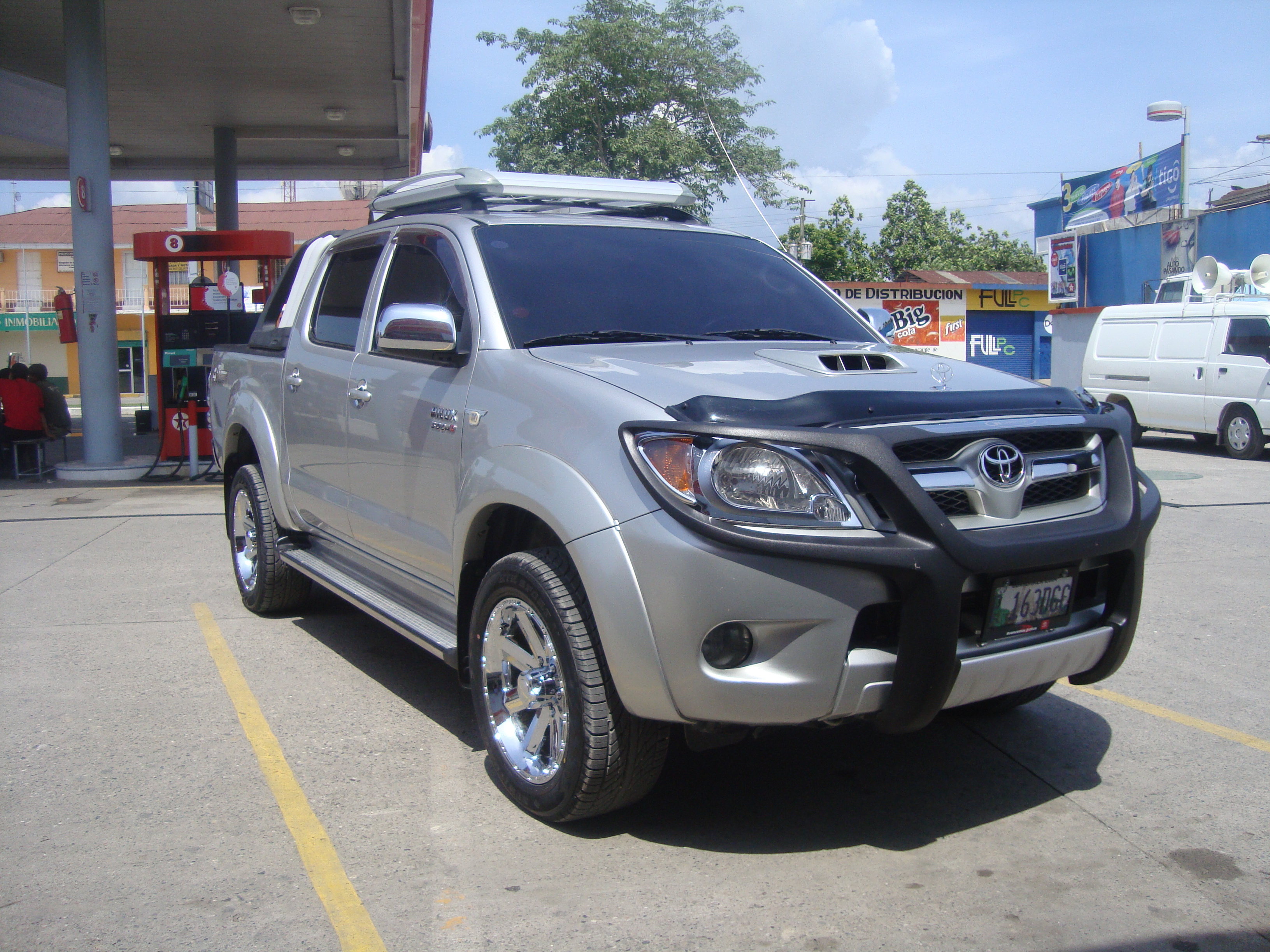 hilux182 39 s 2007 toyota hilux in puerto barrios. Black Bedroom Furniture Sets. Home Design Ideas