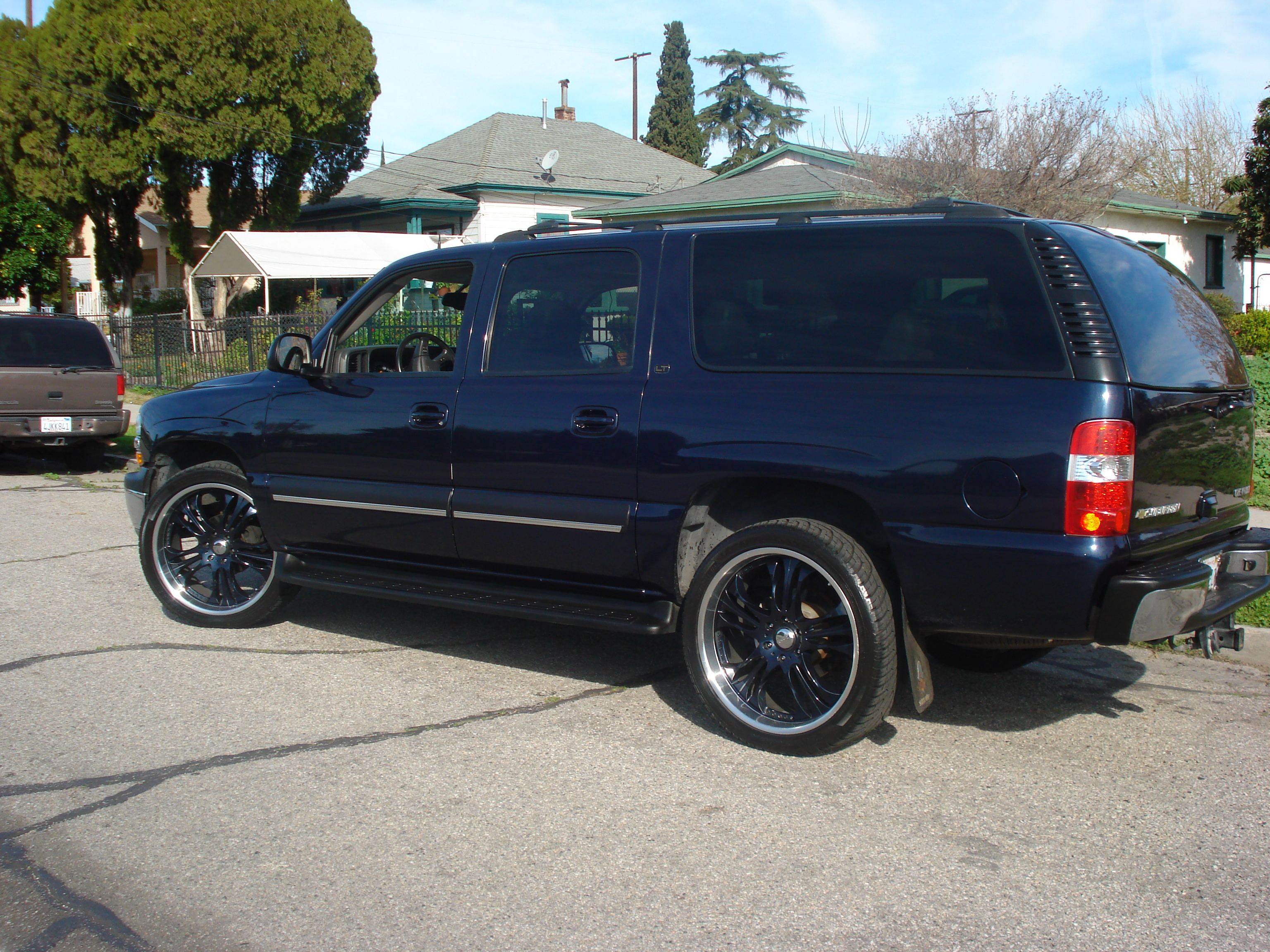 lomaximo 2004 chevrolet suburban 1500 specs photos. Black Bedroom Furniture Sets. Home Design Ideas