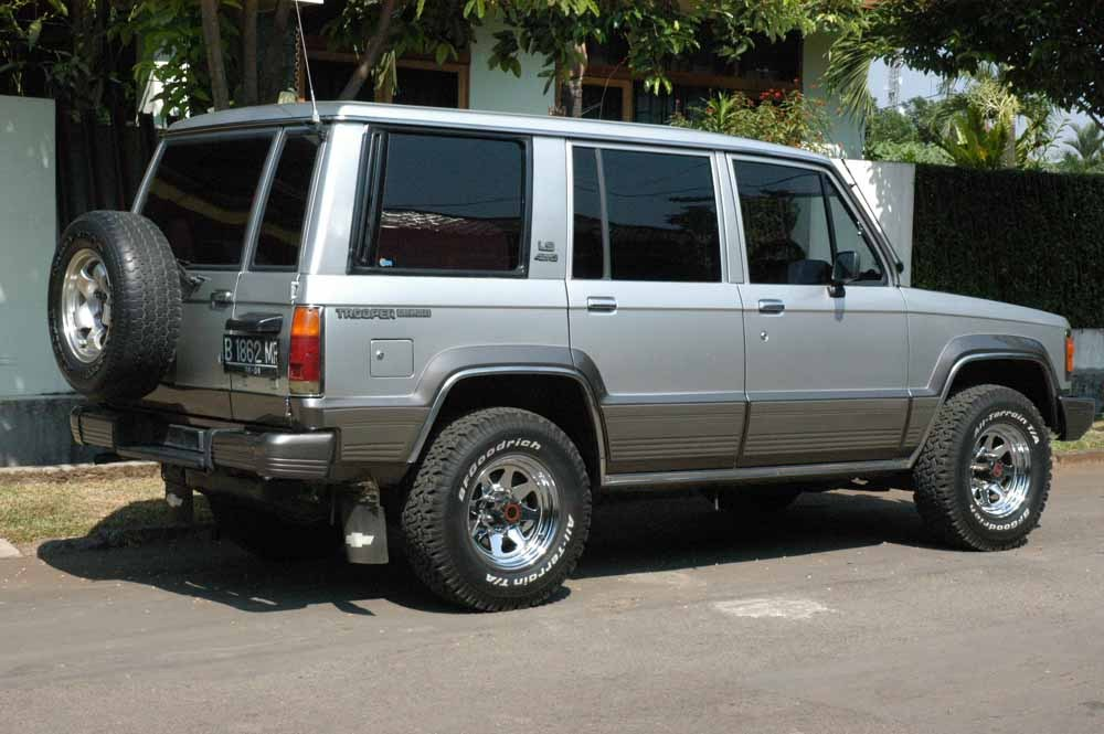 silvertroop 1994 isuzu trooper specs photos modification info at cardomain. Black Bedroom Furniture Sets. Home Design Ideas