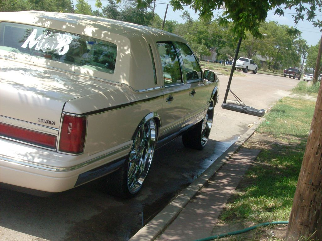 Another Mobster26 1996 Lincoln Town Car Post Photo 13370920