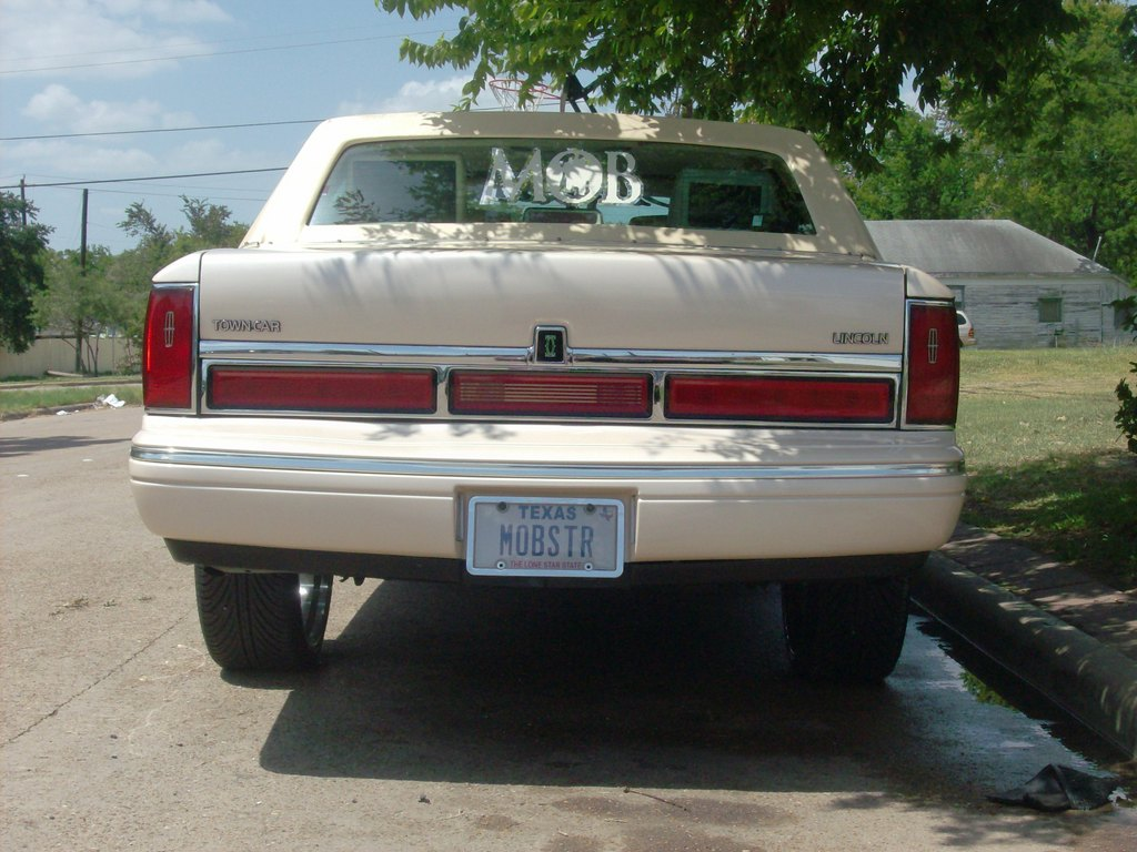 Another mobster26 1996 Lincoln Town Car post... - 13370911