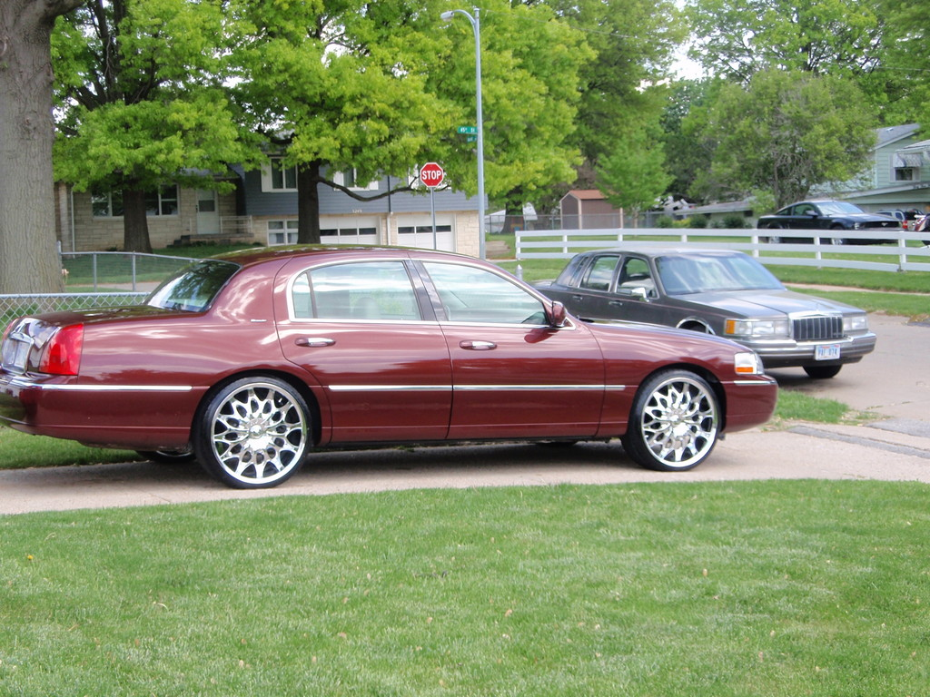wisegeist 2004 Lincoln Town Car Specs, Photos, Modification Info at