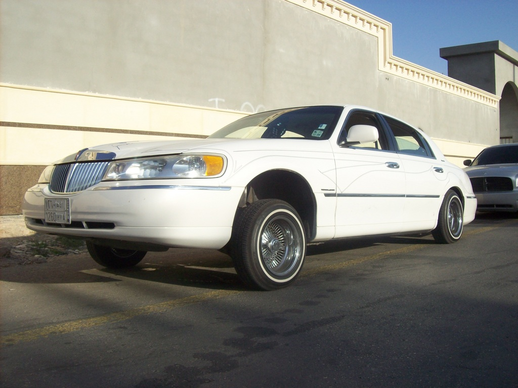Lil Twinz 1998 Lincoln Town Car Specs Photos Modification Info At