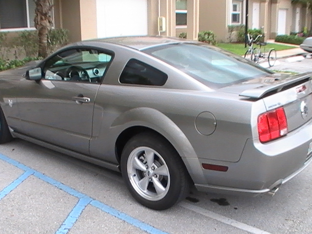 Another focuzz3 2009 Ford Mustang post... - 13374296