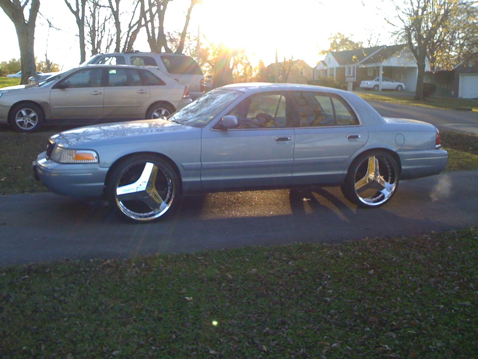 Another cHevySmoka 2000 Ford Crown Victoria post... - 13578693