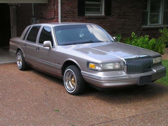 90lincolntc 1996 lincoln town carexecutive sedan 4d specs photos modification info at cardomain. Black Bedroom Furniture Sets. Home Design Ideas
