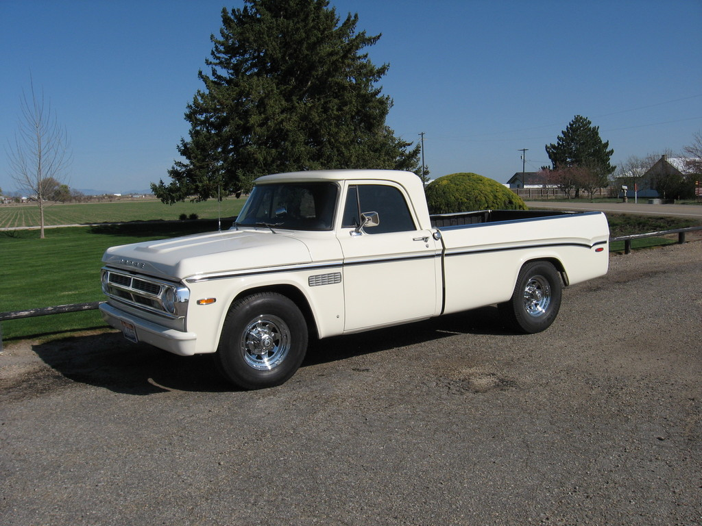 Nikkisorr 1971 Dodge D150 Club Cab Specs, Photos