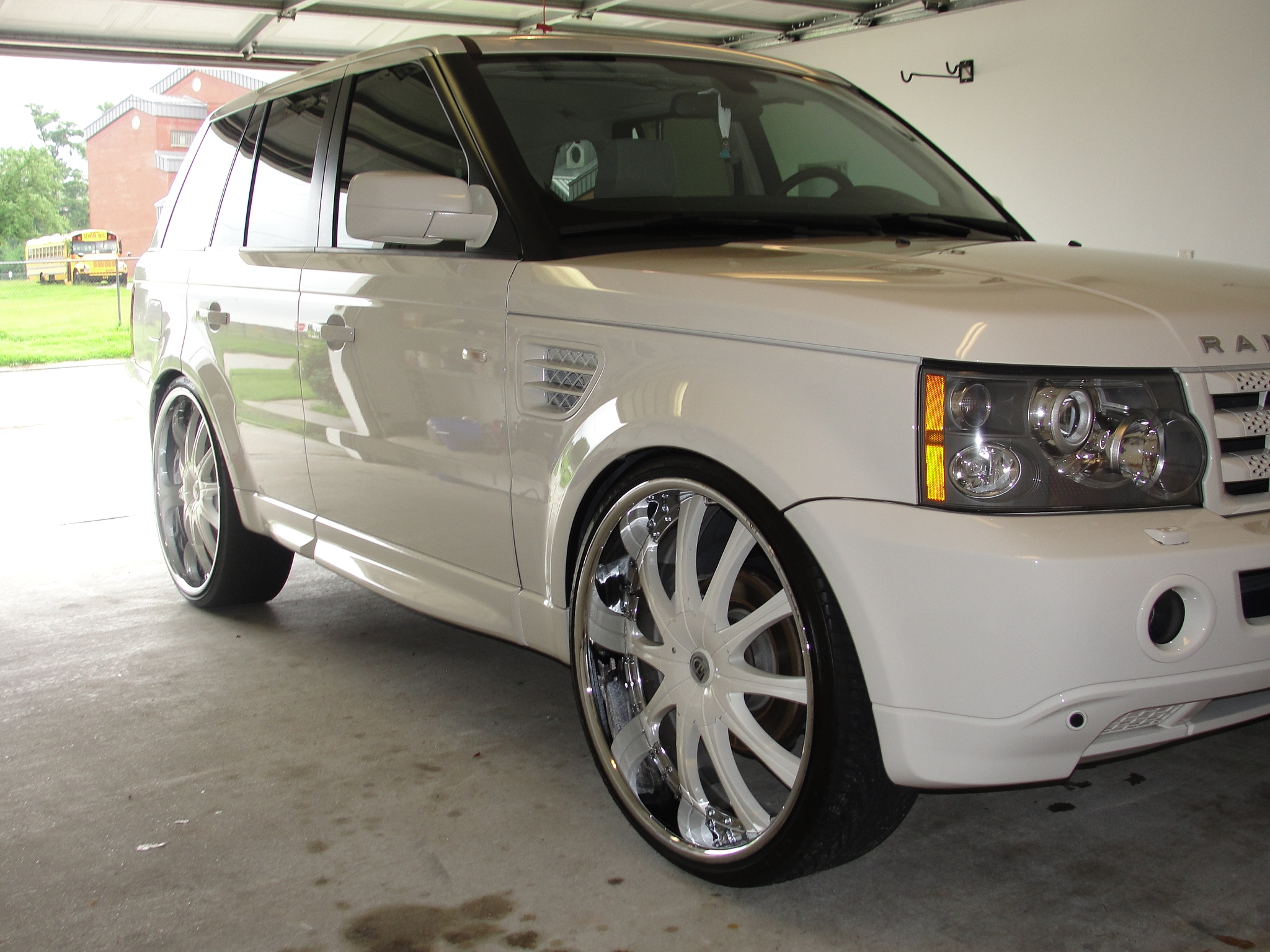 Another SnowWhiteRange 2009 Land Rover Range Rover Sport post... - 13650614