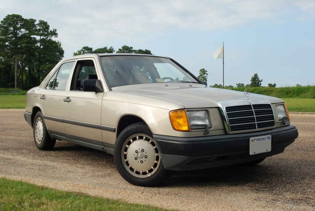 The_Juggernaet 1987 Mercedes-Benz E-Class
