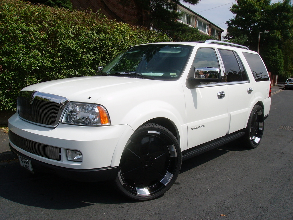 oneloveofboard 2005 lincoln navigator specs photos modification info at cardomain. Black Bedroom Furniture Sets. Home Design Ideas