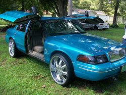 kadiobois 2005 Ford Crown Victoria