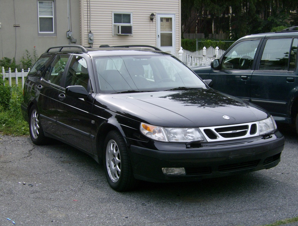 Another adidas__007 2000 Saab 9-5 post... - 13686909