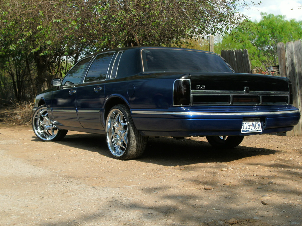 1997 Lincoln Town Car On 26s