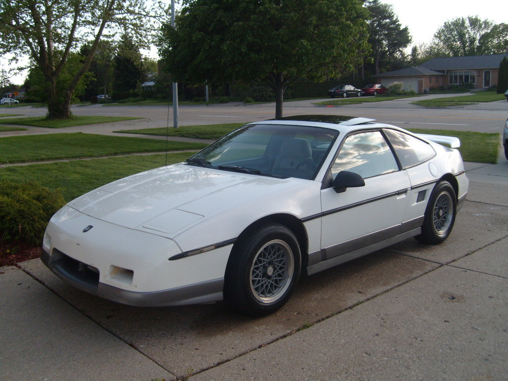 crombieboi69 1987 pontiac fiero specs photos modification info at cardomain. Black Bedroom Furniture Sets. Home Design Ideas