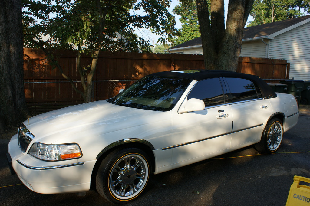 flastylez 2003 lincoln town car specs photos modification info at cardomain. Black Bedroom Furniture Sets. Home Design Ideas