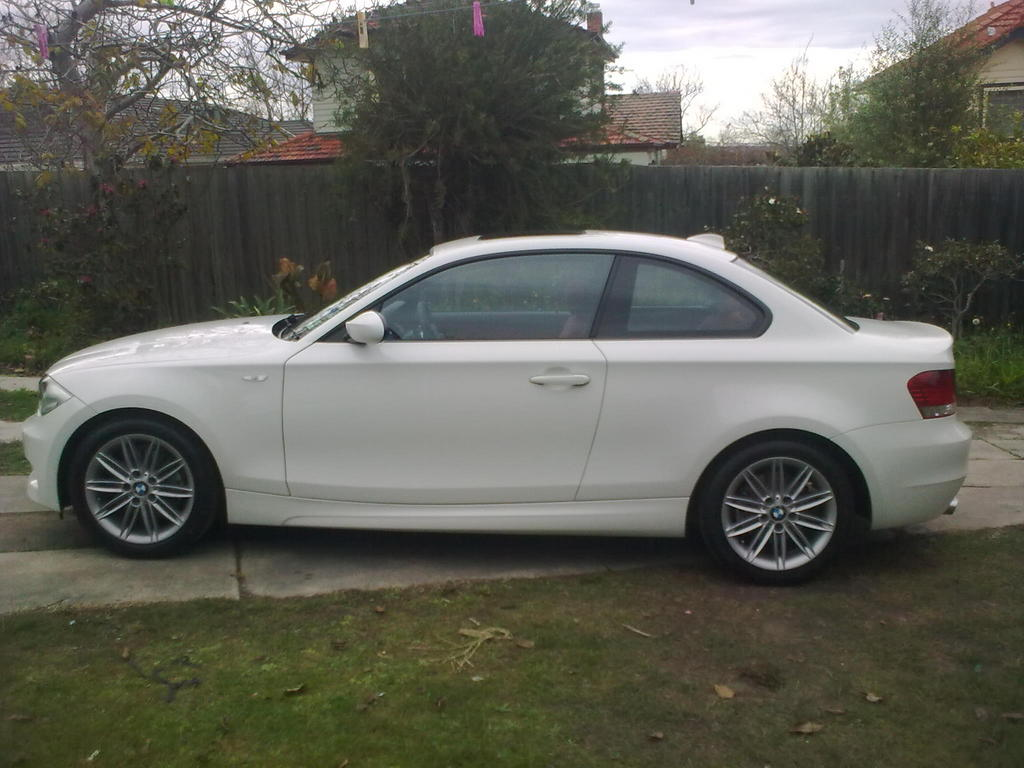 dale bel 2009 bmw 1 series specs photos modification info at cardomain. Black Bedroom Furniture Sets. Home Design Ideas