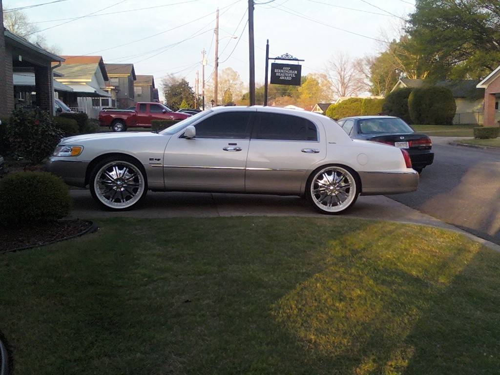 Another RIKO24 2000 Lincoln Town Car post... - 13769249
