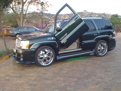 JoseMayanjas 2004 Cadillac Escalade