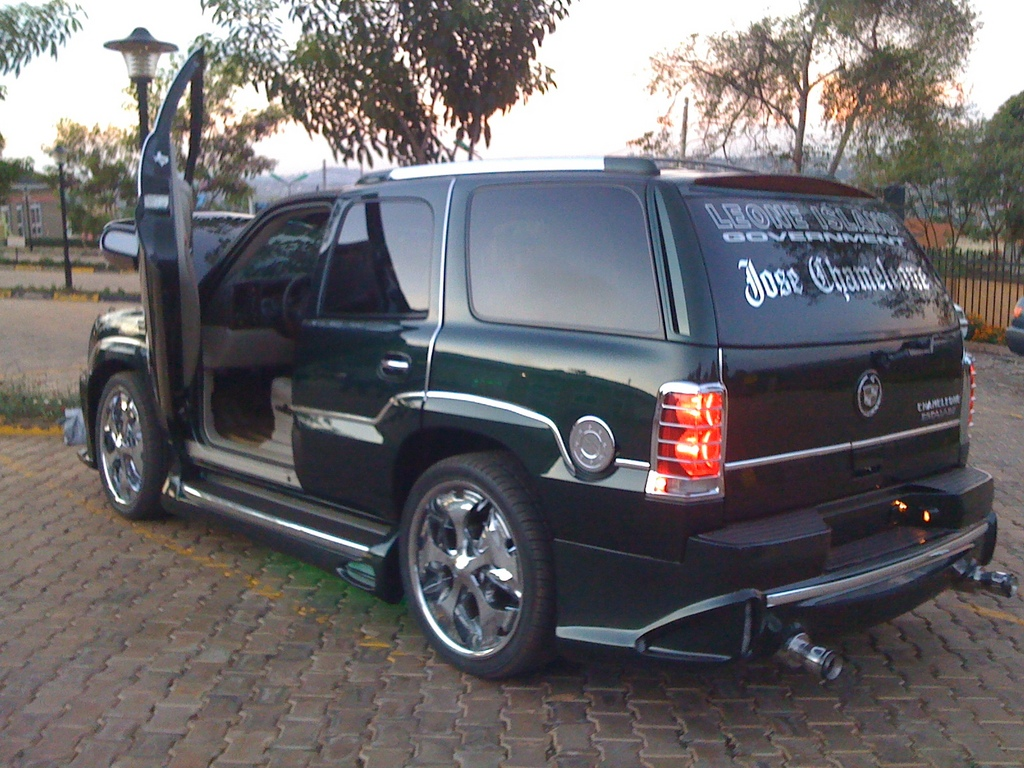 josemayanja 2004 cadillac escalade specs photos modification info at cardomain. Black Bedroom Furniture Sets. Home Design Ideas
