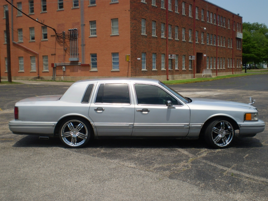 bigbodyslab 1994 lincoln town car specs photos. Black Bedroom Furniture Sets. Home Design Ideas