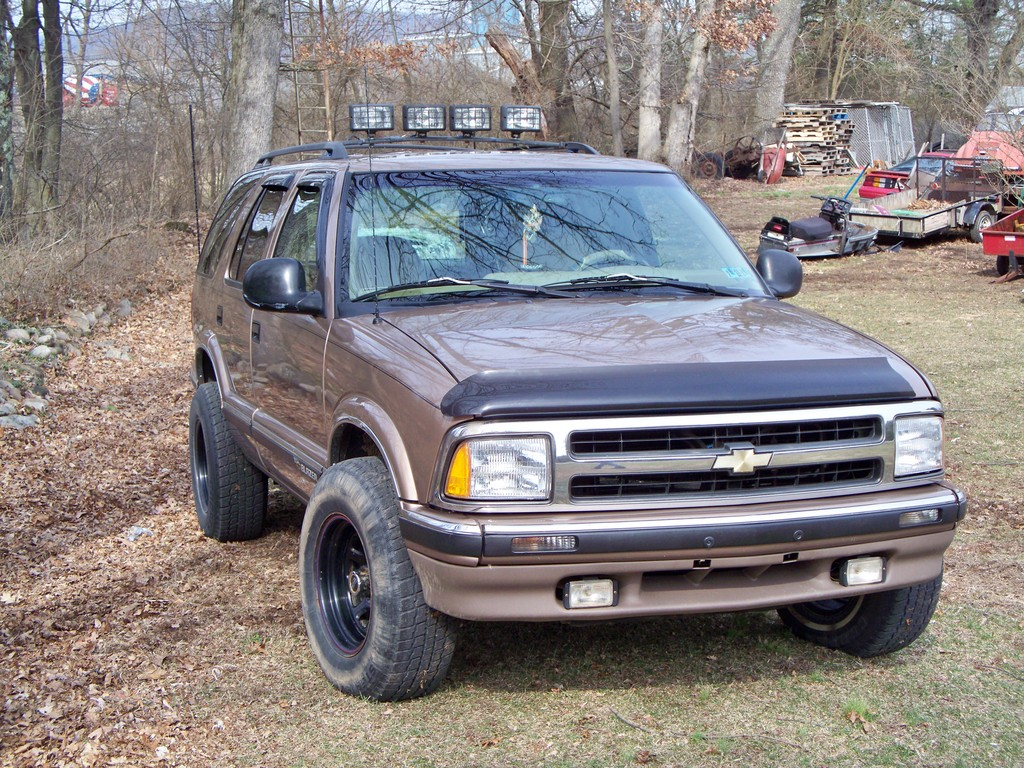 jsjumper88 1996 chevrolet s10 blazer specs photos modification info at cardomain cardomain