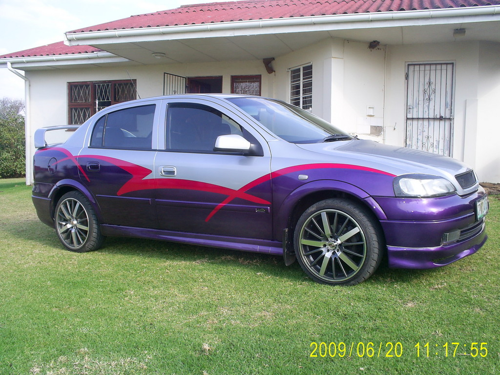 andrewsa 39 s 2000 opel astra in east london. Black Bedroom Furniture Sets. Home Design Ideas