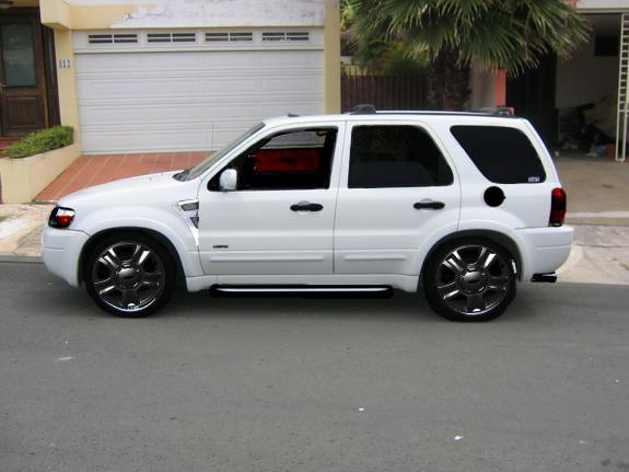 Ford Escape Black Rims http://www.cardomain.com/ride/3387908/2001-ford-escape/