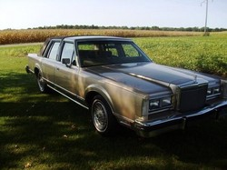 ridinlow_nohomo 1980 Lincoln Town Car