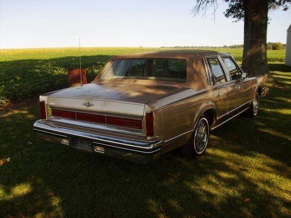ridinlow nohomo 1980 lincoln town car specs  photos  modification info at cardomain 1980 lincoln town car blue and white for sale 1980 lincoln town car legroom