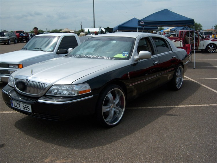 ericbambam 2003 lincoln town car specs photos modification info at cardomain. Black Bedroom Furniture Sets. Home Design Ideas