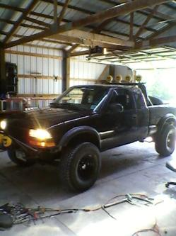 Zr2-MikeThomas 2000 Chevrolet S10 Extended Cab