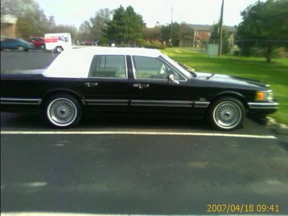 yungmiyk 1992 lincoln town car specs photos modification info at cardomain. Black Bedroom Furniture Sets. Home Design Ideas