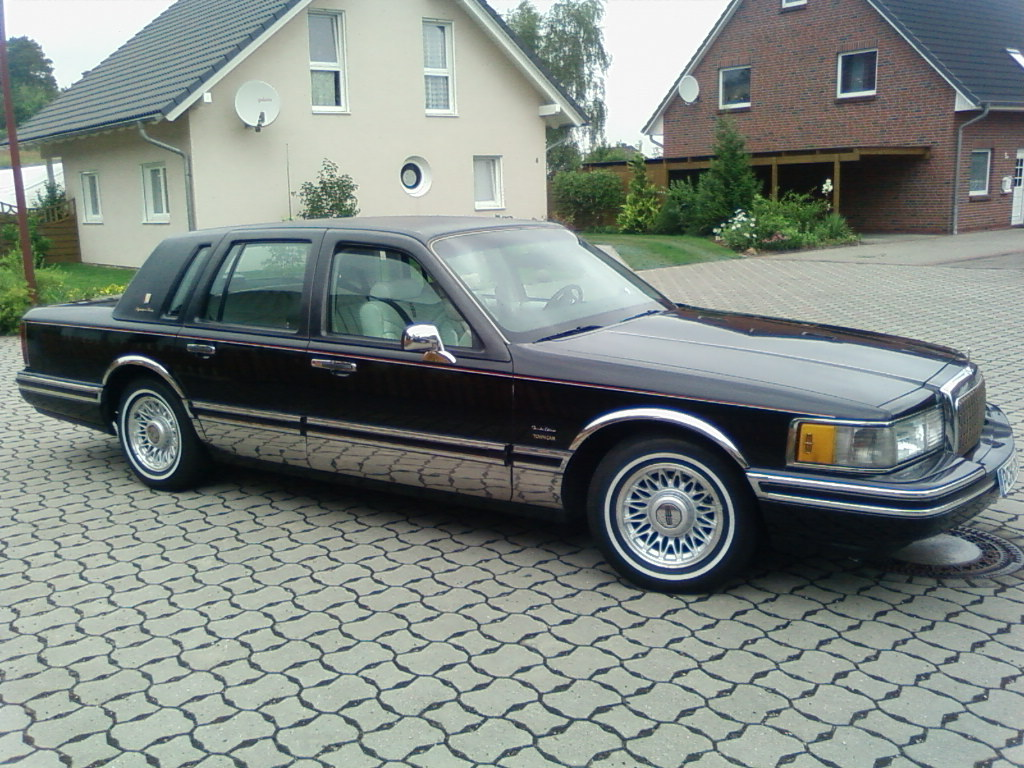 germantowncar 1994 lincoln town car specs photos modification info at cardomain. Black Bedroom Furniture Sets. Home Design Ideas