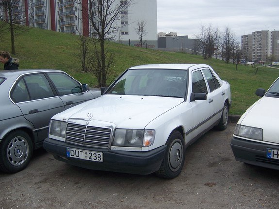Another selter 1986 Mercedes-Benz 230 post... - 9908239