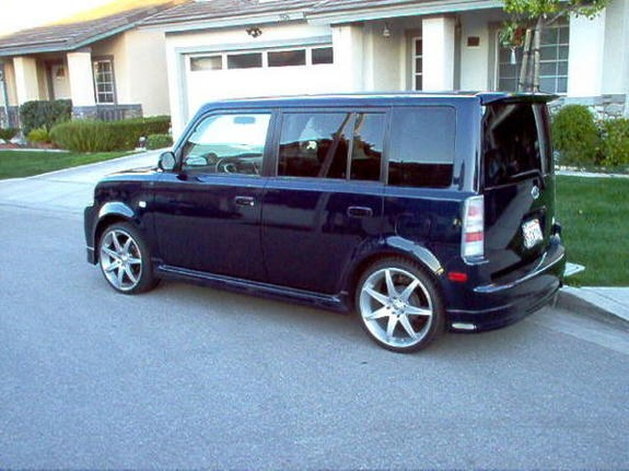 Mngonzo85 2005 Scion XB 26352860001_large