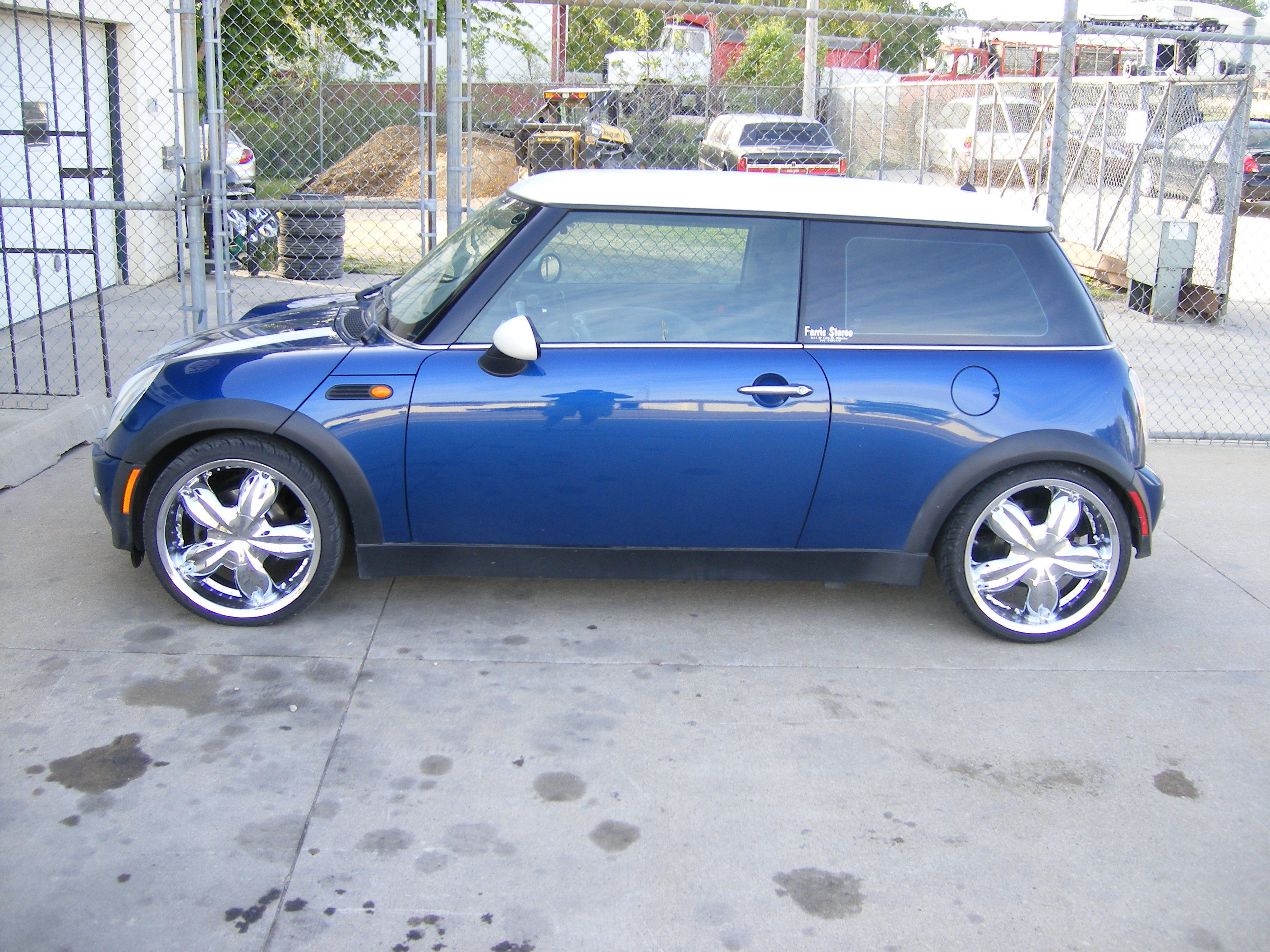 mydroppedgmc 2002 mini cooper specs photos modification info at cardomain. Black Bedroom Furniture Sets. Home Design Ideas