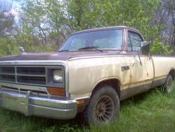 1987 Dodge D150 Club Cab
