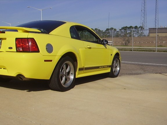 bumblebee02gt's 2002 Ford LTD