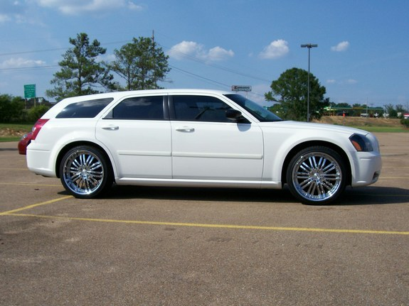 Another UTownBallers 2006 Dodge Magnum post... - 10344245