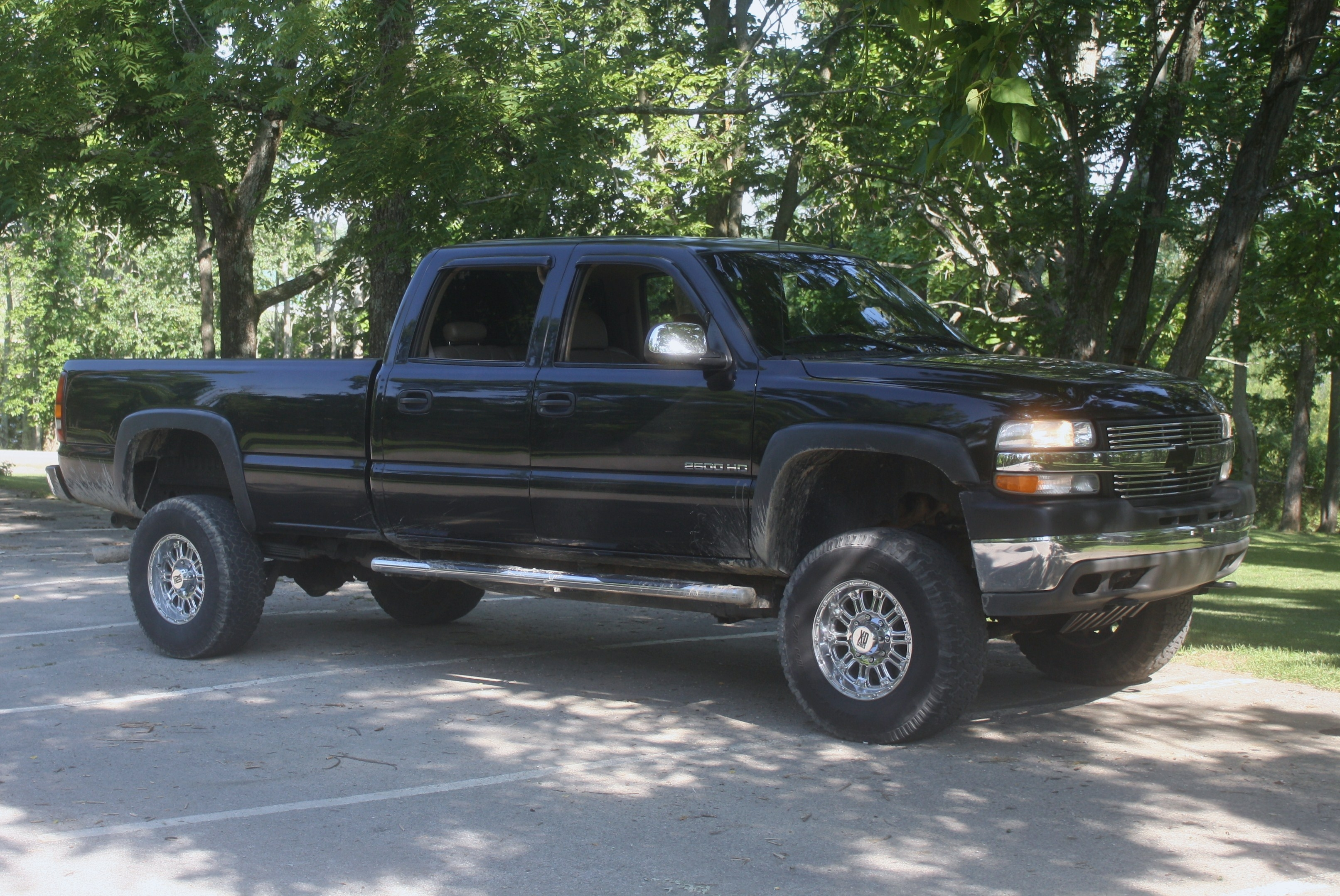 wisoserious 2002 chevrolet silverado 2500 hd crew cab specs photos modification info at cardomain. Black Bedroom Furniture Sets. Home Design Ideas
