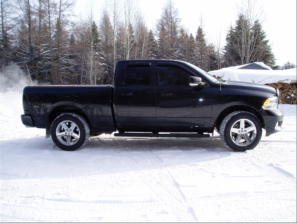 With the leveling kit stock tires