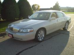 charles_brkss 2003 Lincoln Town Car