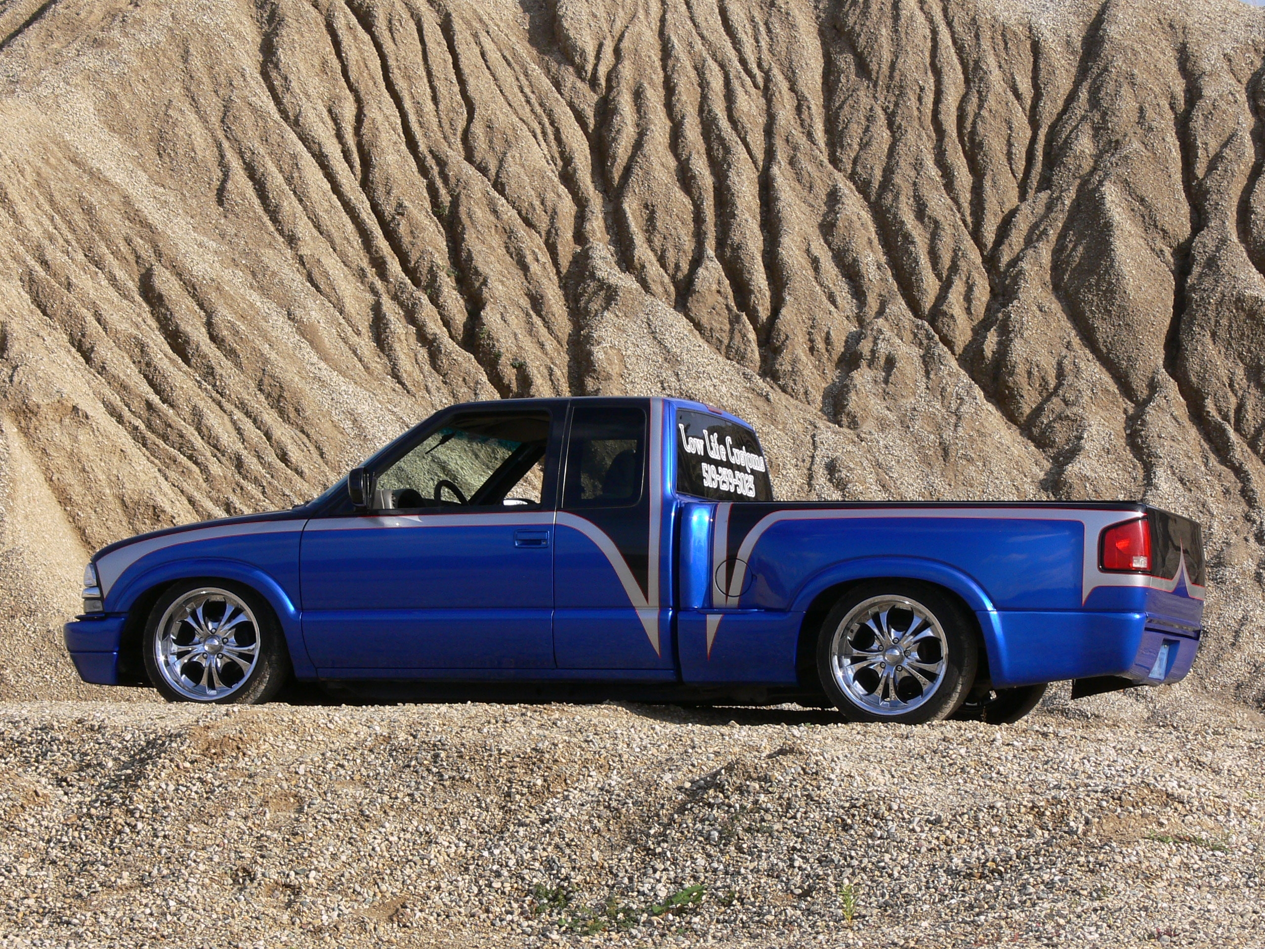 Low Life Customs 2000 Chevrolet S10 Regular Cab 13951141