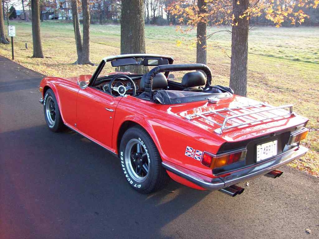 Triumph tr 6 this is a gorgeous photograph of an iconic piece of british automotive history perhaps the ultimate low cost british roadster 6