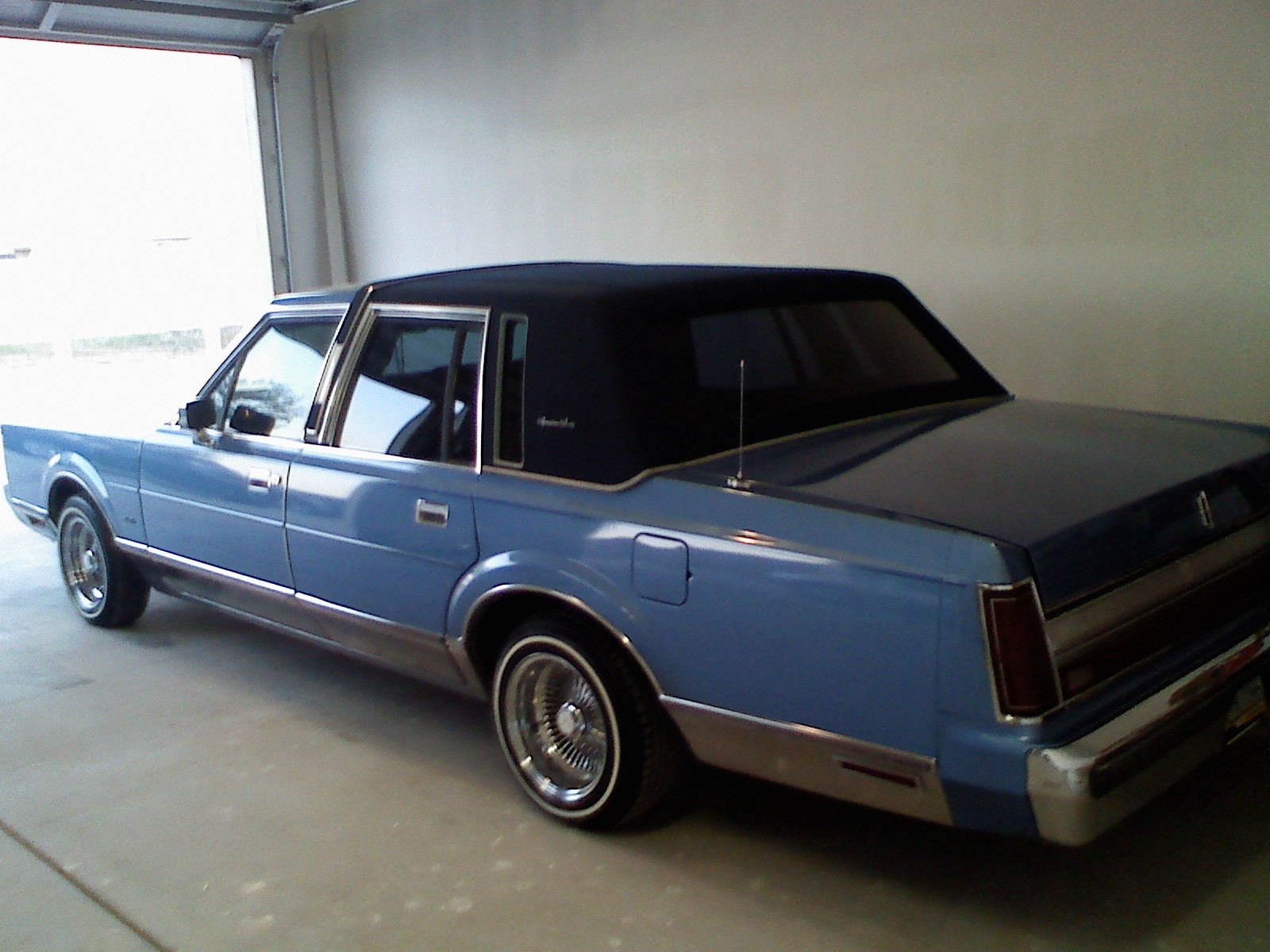 2ootoughtim 1988 lincoln town car specs photos modification info at cardomain. Black Bedroom Furniture Sets. Home Design Ideas